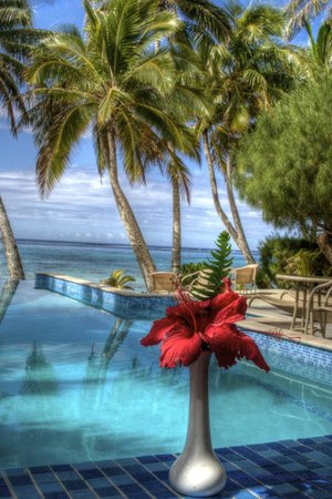 Little Polynesian Resort: Little Poly infinity pool and the beach