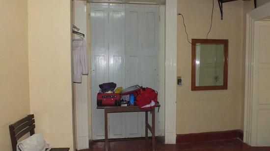 Hotel Posada de la Condesa: The desk behind the door to feel safe!