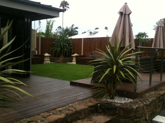 Aabi's at Byron : Pool and seating area