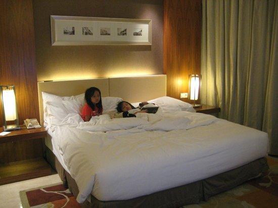 Hilton Bandung: Fluffy big bed