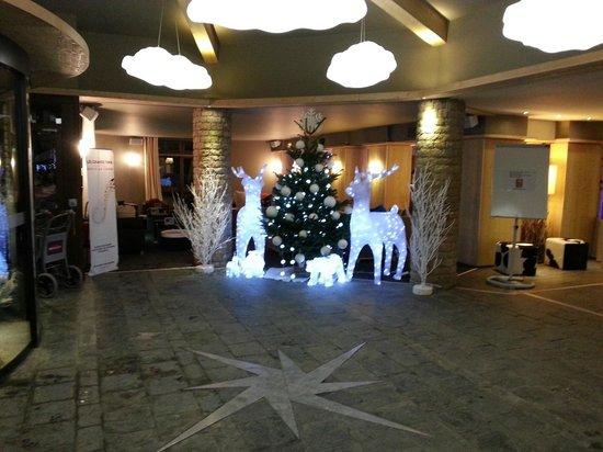 Mercure Chamonix Centre Hotel : Accueil décoré pour les fêtes