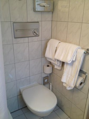 Kult-Hotel Auberge: banyo
