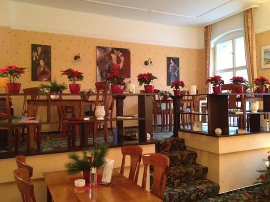 Kult-Hotel Auberge: kahvalti salonu