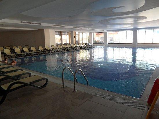 Villa Side Hotel: groot binnen zwembad