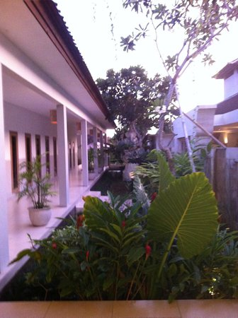 Ivory Resort Seminyak: Hotel and grounds