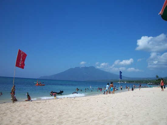 Marinduque Island, Philippines: Poctoy White Beach with the view of Mt. Malindig