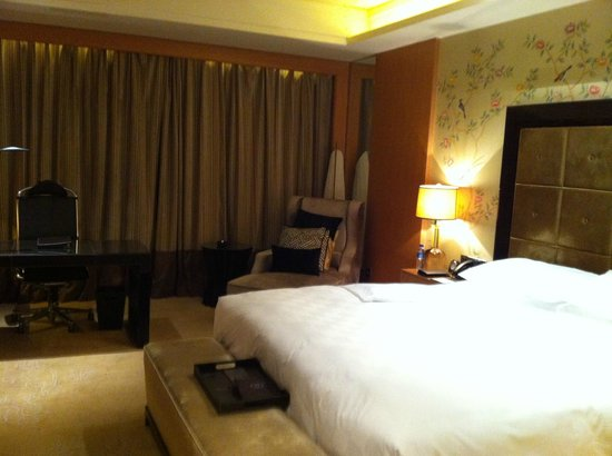 Sofitel Wanda Beijing : Comfortable king size bed with lounger