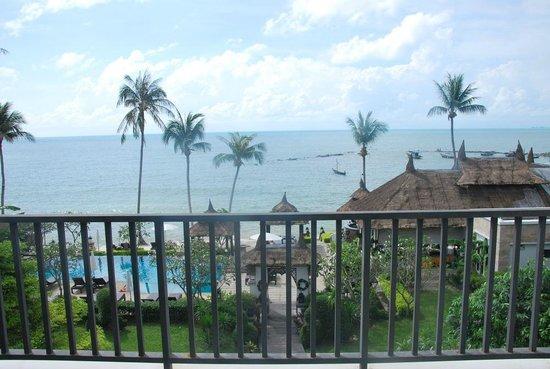 โรงแรมสมายา บุรา: Belle vue mais piscine trop petite, pas assez de transats