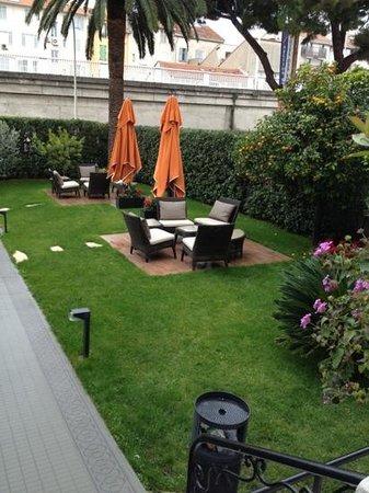 أوتل برولي: giardino 