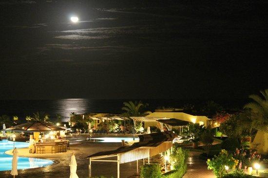 Three Corners Fayrouz Plaza Beach Resort: vanuit het buiten terras