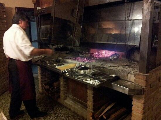Regnano, Italia: vulcanetto in action