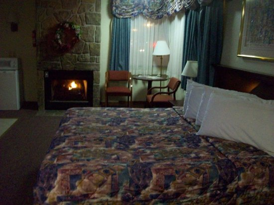 Valley Forge Inn: Honeymoon Suite