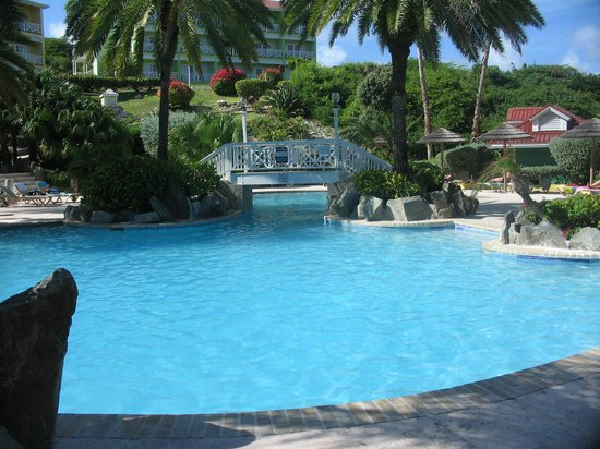Pineapple Beach Club Antigua: Main Swimming Pool