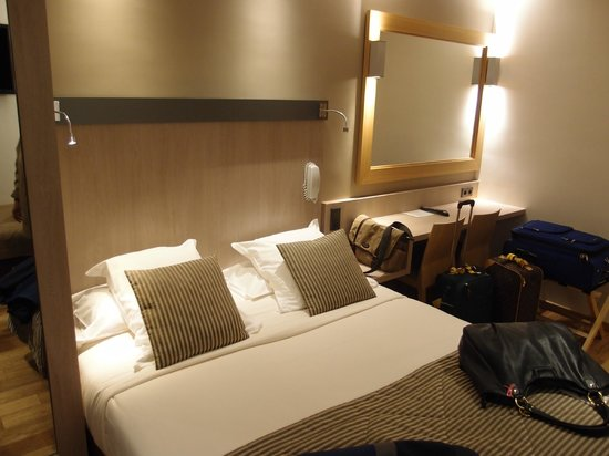 Hotel Tourisme Avenue: Queen bed