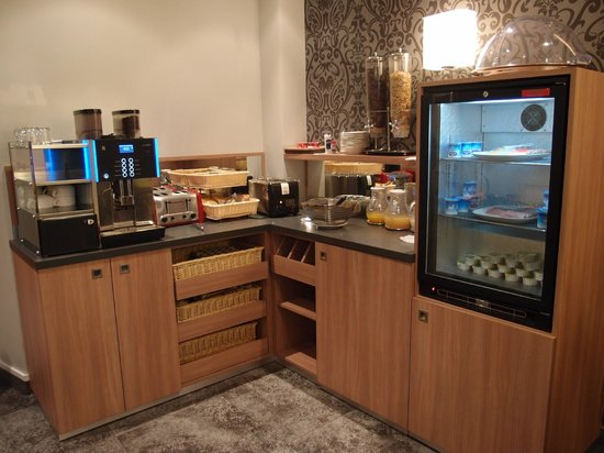 Hotel Tourisme Avenue: Breakfast Buffet spread