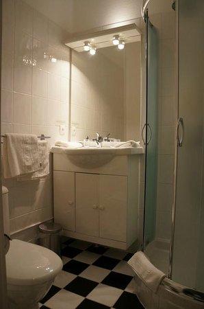 Hotel Le Manoir: Badezimmer
