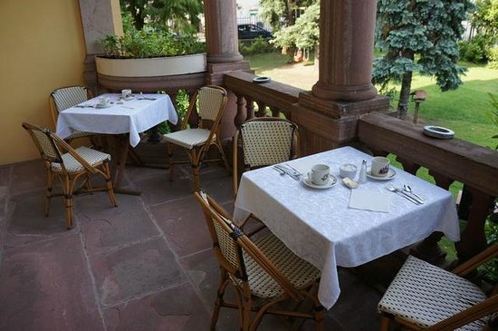 Hotel Le Manoir : Frühstücken im Freien auf dem Balkon