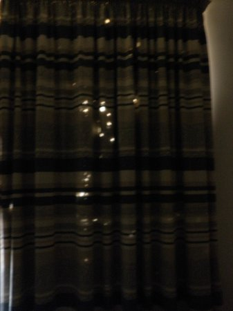 โรงแรมซานพอว์: room curtains