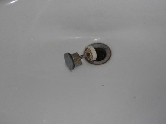 โรงแรมซานพอว์: Bathroom sink