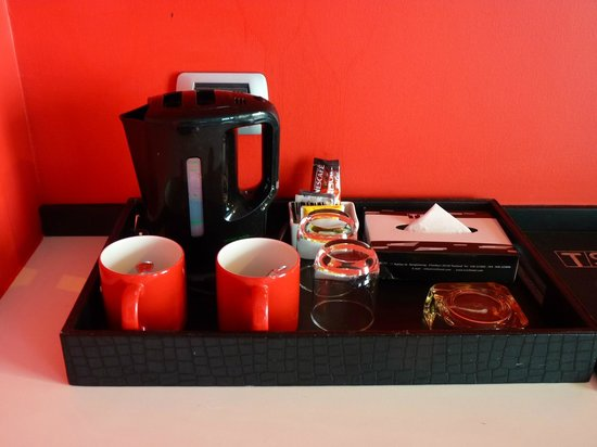 Tsix5 Hotel: tea coffee maker