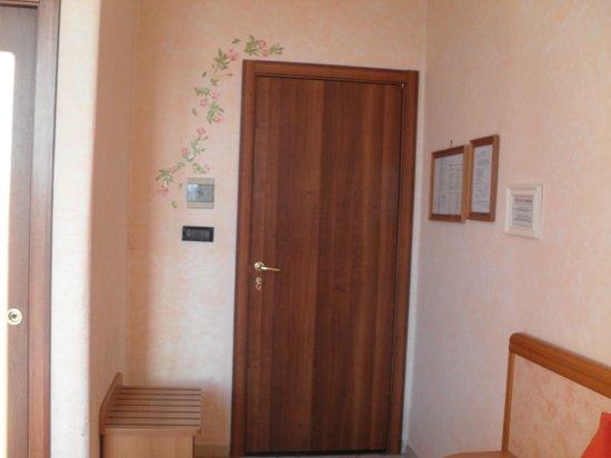 Hotel BellaVista: porta della camera