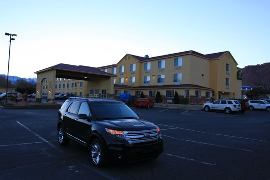 La Quinta Inn & Suites Moab: Parking