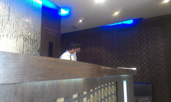 Hotel VIP Continental: the reception counter