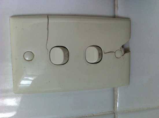 Blakehurst Motor Inn: Light switch