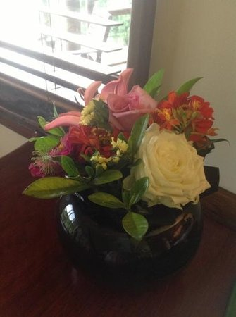 Secrets on the Lake: fresh flowers await you in your cabin