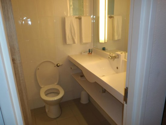 Novotel London West: Bathroom