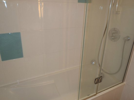 Novotel London West: Shower