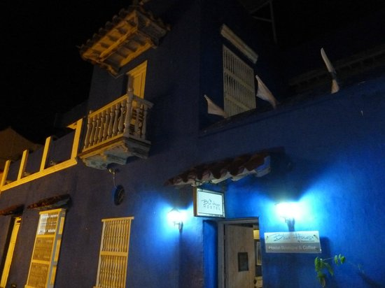 Blue House: Desde Afuera!