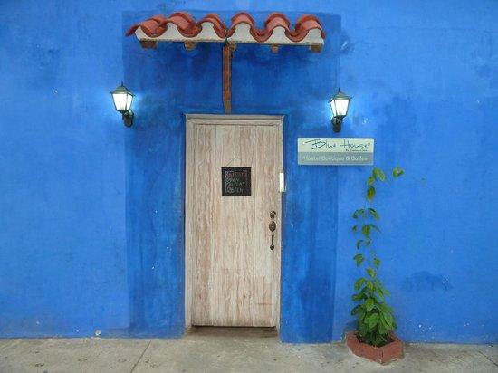 Blue House: La puerta... siempre esta abierta, un encanto!