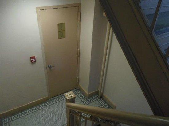 Days Inn Hotel New York City-Broadway: 階段の様子