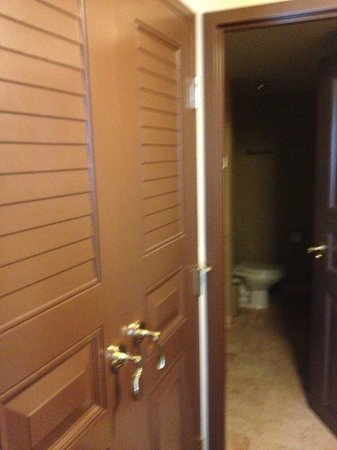 Paris Las Vegas: closet next to bathroom