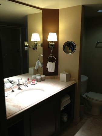 Paris Las Vegas: bathroom vanity