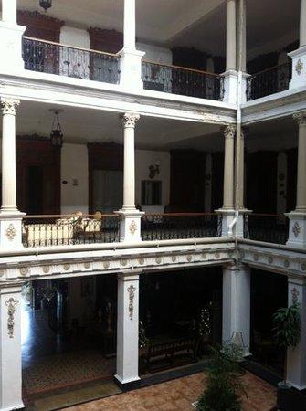 Gran Hotel de Merida: pasillos y habitaciones