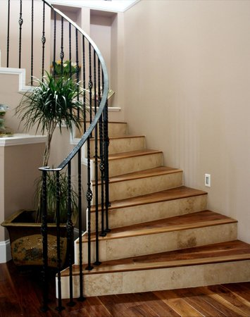 Eagle Rock Bed and Breakfast Chemainus: Staircase