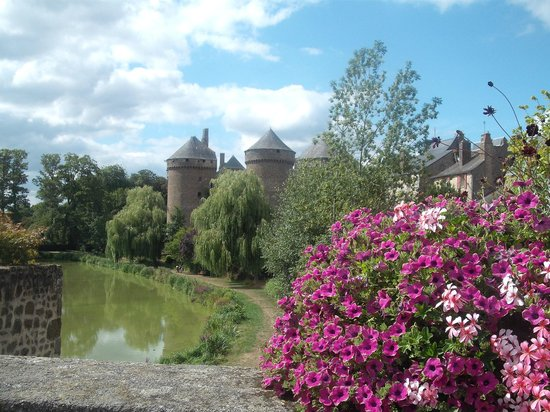 Mayenne, França: The Main Chateau (there are 2 others)