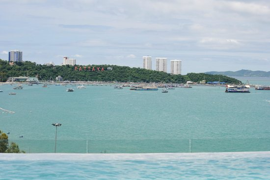 Hilton Pattaya: view from swimming pool