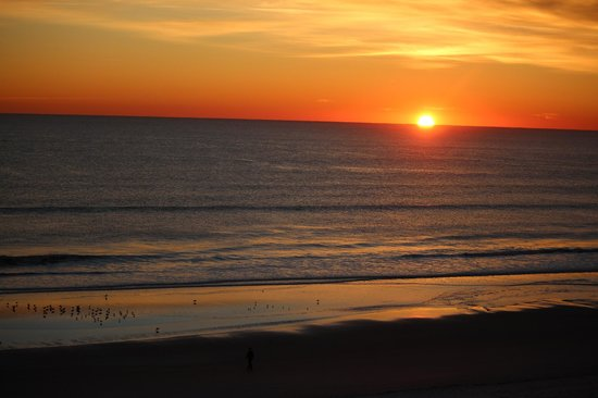 Courtyard Jacksonville Beach Oceanfront : Sunrise over the Atlantic ocean