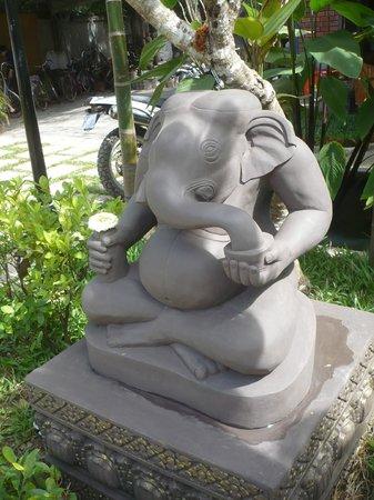 Siem Reap Temple Villa: garden