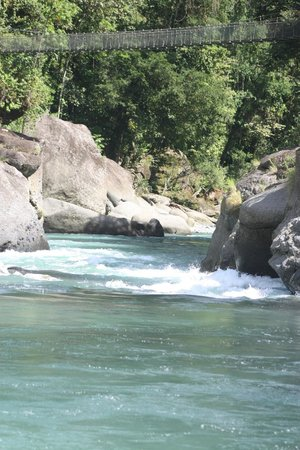 Exploradores Outdoors: Heading down the Pacuare River