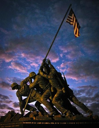 Arlington, VA: Iwo Jima Memorial at dusk (© Copyright 2012 Stefanie Payne)