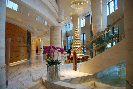 Hotel Nikko Shanghai: Bright & light hotel lobby