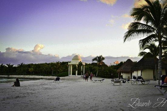 Grand Palladium Kantenah Resort and Spa: playa white sand