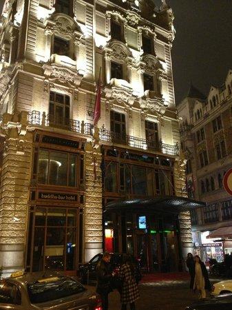 Buddha-Bar Hotel Budapest Klotild Palace: Entrez donc