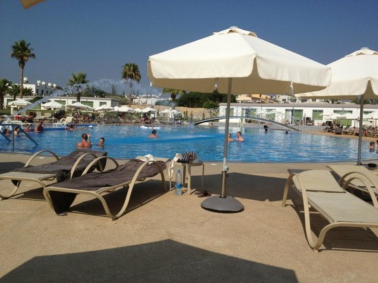 Sunprime Ayia Napa Suites: pool area