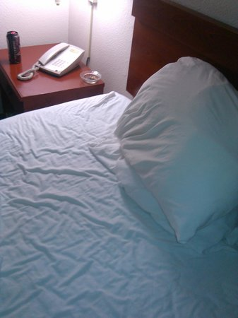 """Westchase Extended Stay Hotel : """"dingy"""" sheets"""
