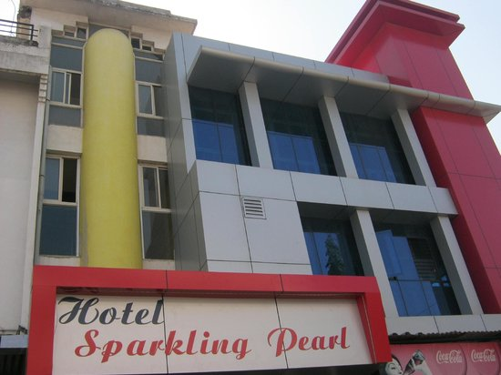 Hotel Sparkling Pearl: front view.